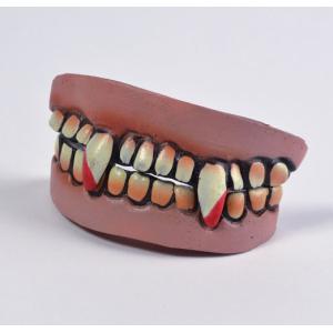 Зубы вампира-3 кровавые